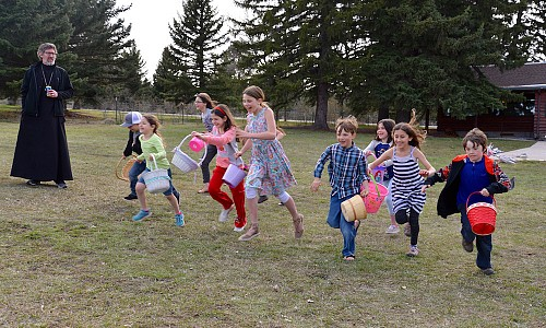 Children hunt eggs at the Pascha picnic.