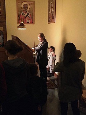 Prayers during the Akathist service.